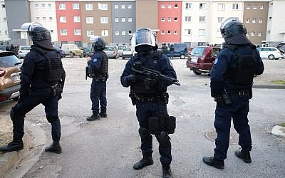 French members of the Research and Intervention Brigade (BRI) secure the area during a search operation at the Ozanam housing estate in Carcassonne, southwestern France on March 23, 2018, following a shooting attack (AFP PHOTO / Eric CABANIS)