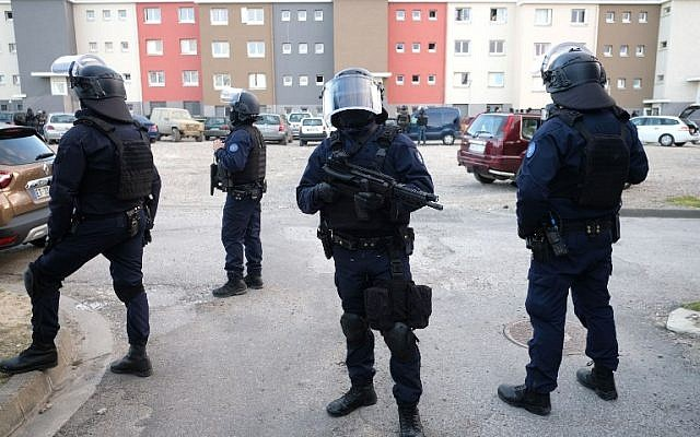 French members of the Research and Intervention Brigade (BRI) secure the area during a search operation at the Ozanam housing estate in Carcassonne, southwestern France on March 23, 2018, following a shootingattack (AFP PHOTO / Eric CABANIS)
