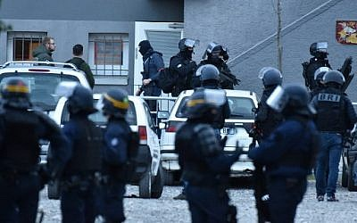 French special police forces arrive to perform a search operation at the Ozanam housing estate in Carcassonne, southwestern France on March 23, 2018, following the shooting dead by French security officers of an armed hostage taker ( AFP PHOTO / PASCAL PAVANI)