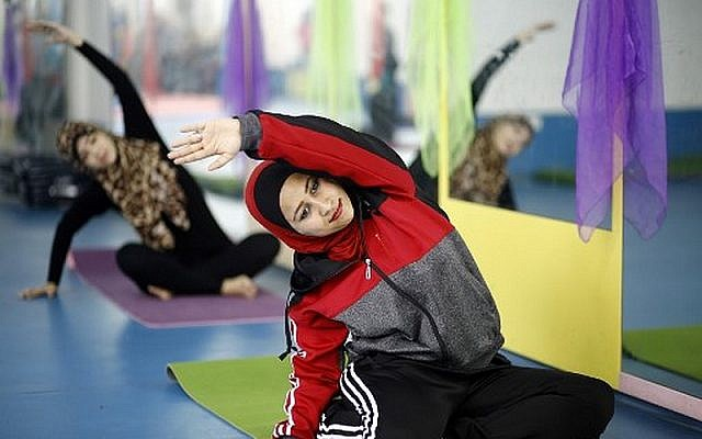 Palestinian women take part in a yoga class at the women's first yoga center in Gaza City on March 28, 2018 (AFP/Mohammed Abed)