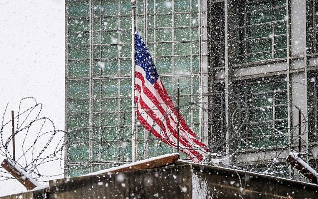 In this photo taken on March 27, 2018 the United States flag flies on the US embassy building in Moscow. (AFP PHOTO / Mladen ANTONOV)