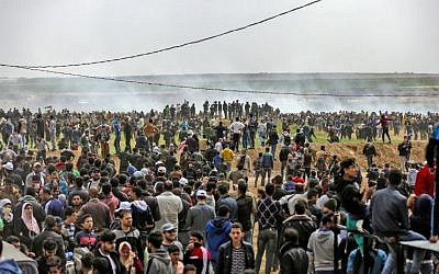 A picture taken on March 30, 2018 shows Palestinians taking part in a demonstration commemorating Land Day near the border with Israel east of Gaza City. (AFP/Mahmud Hams)