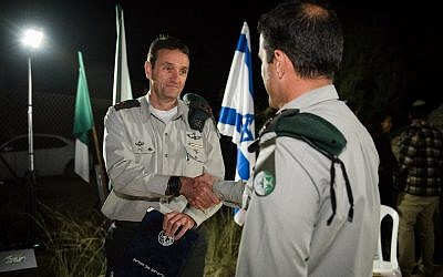 Military Intelligence chief Maj. Gen. Herzl Halevi awards the commander of Unit 504 with an official commendation in March 2018. For security reasons, the commander's identity is classified. (Israel Defense Forces)