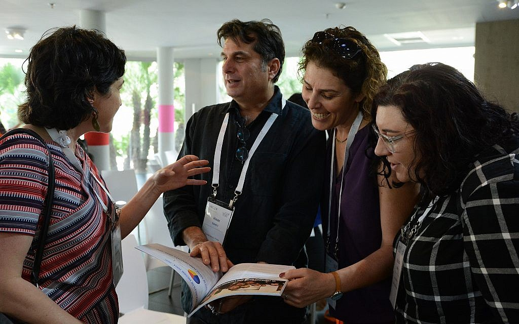 Dr. Nancy Strichman discussing her findings with attendees. (Gal Mosenson)
