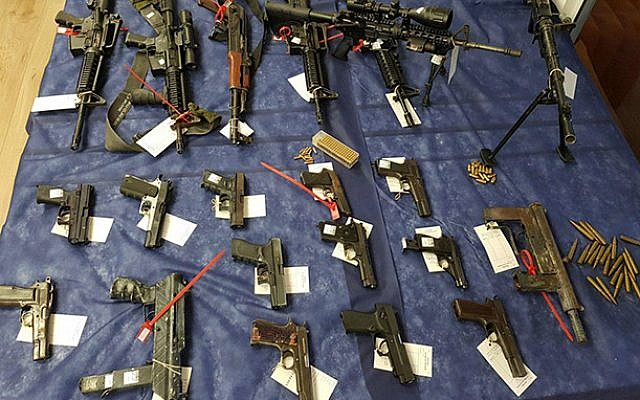 Weapons captured by police in an undercover operation in East Jerusalem (Israel Police)