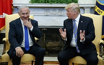 US President Donald Trump (r) meets with Israeli Prime Minister Benjamin Netanyahu in the Oval Office of the White House, March 5, 2018, in Washington. (AP Photo/Evan Vucci)