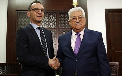 Palestinian President Mahmoud Abbas, right, shakes hands with German Foreign Minister Heiko Maas during their meeting, in the West Bank city of Ramallah, March 26, 2018.(AP Photo/Majdi Mohammed)