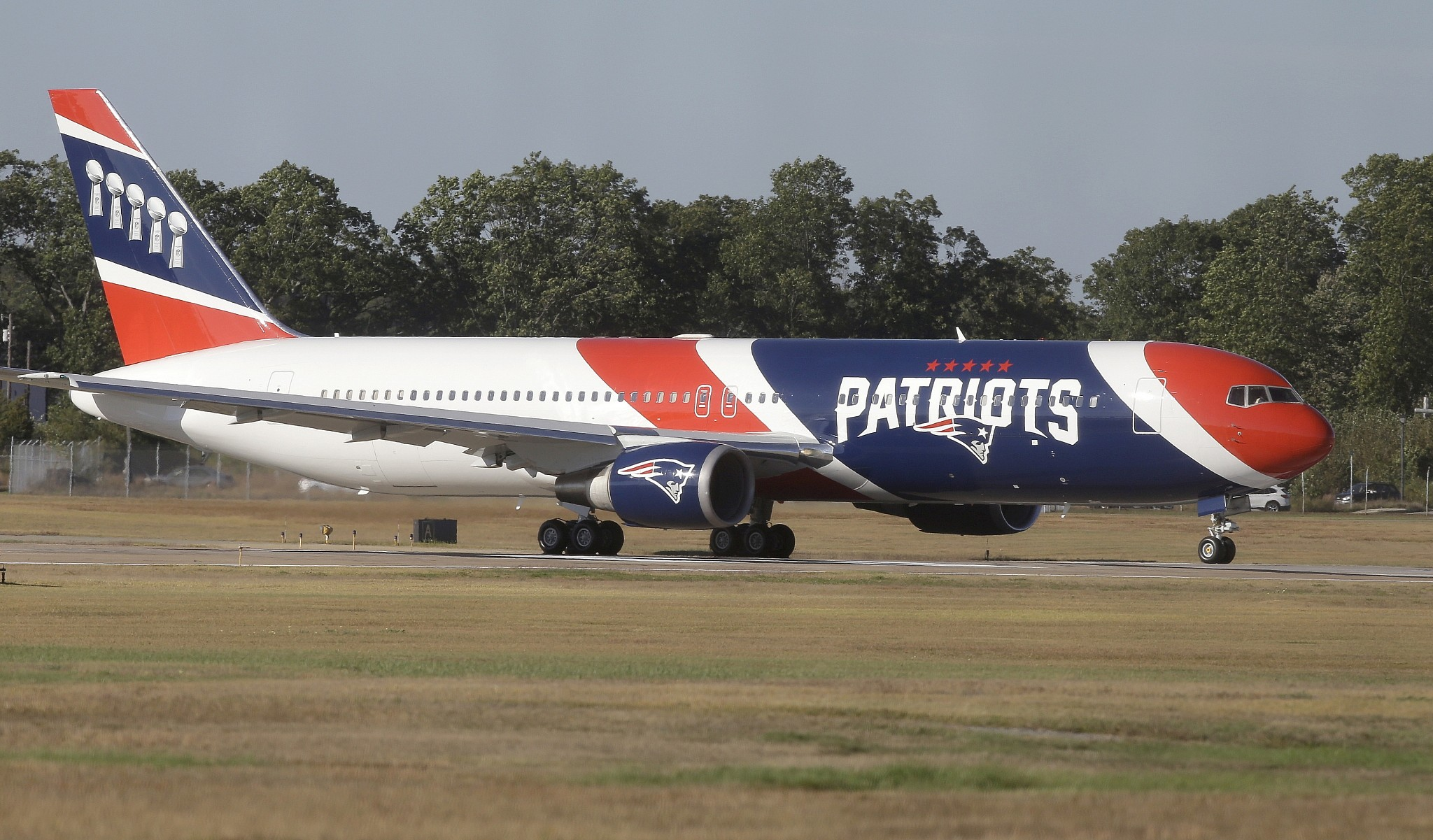 Pats lend plane to Florida shooting victims to attend rally