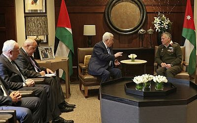Jordan's King Abdullah II (right), meets with Palestinian Authority President Mahmoud Abbas and their delegations at the Royal Palace, in Amman, Jordan, January 29, 2018. (Khalil Mazraawi, Pool via AP)