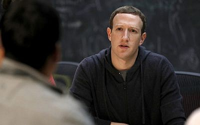 Facebook CEO Mark Zuckerberg meets with a group of entrepreneurs and innovators during a round-table discussion at Cortex Innovation Community technology hub in St. Louis,  November 9, 2017. (Jeff Roberson/AFP)