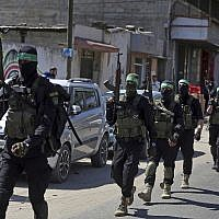 Masked gunmen from the Izzedine al-Qassam Brigades, a military wing of the Hamas terror group, march with their weapons, during a large-scale drill across the Gaza strip, March 25, 2018. (AP Photo/ Khalil Hamra)