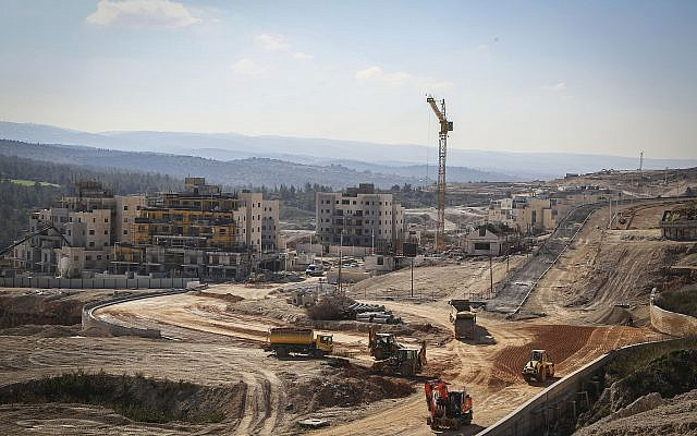 A construction site for new apartment buildings in Beit Shemesh photographed on February 21, 2017. (Yaakov Lederman/Flash90)