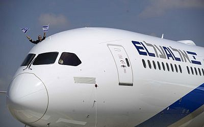 El Al new aircraft Boeing 787 Dreamliner arrives for a welcome ceremony after landing at Ben Gurion International Airport, near Tel Aviv on August 23, 2017. (Tomer Neuberg/Flash90)