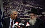 Finance Minister Moshe Kahlon, left, and Health Minister Yaakov Litzman at a press conference at the Finance Ministry in Jerusalem on November 20, 2017. (Hadas Parush/Flash90)