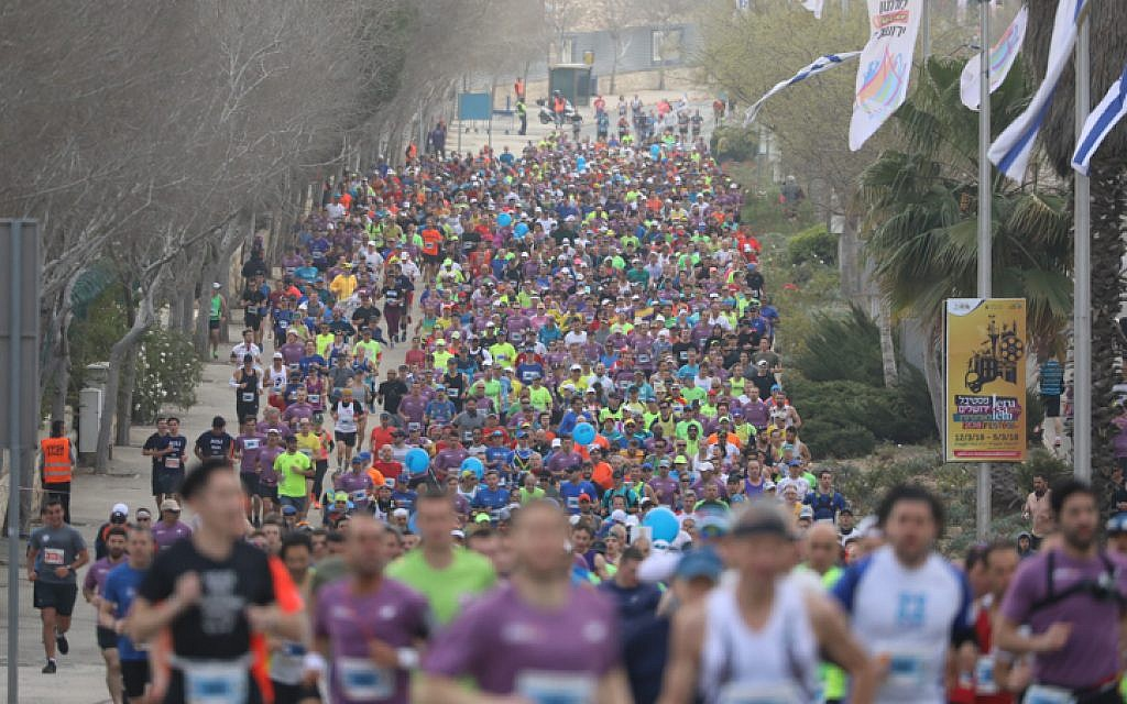 Thousands of runners take part in the international Jerusalem Marathon on March 9, 2018. (Yonatan Sindel/Flash90)