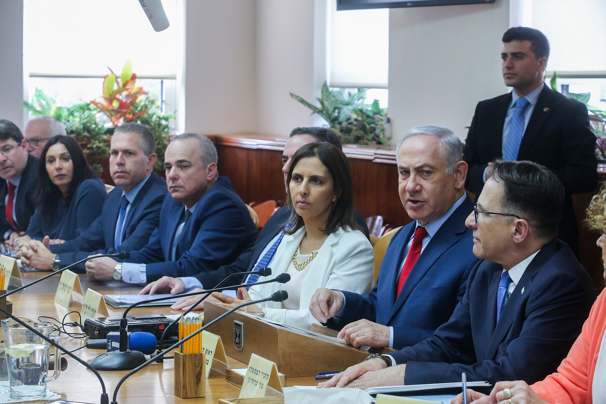 Israel FM's party to bolt coalition if PM indicted