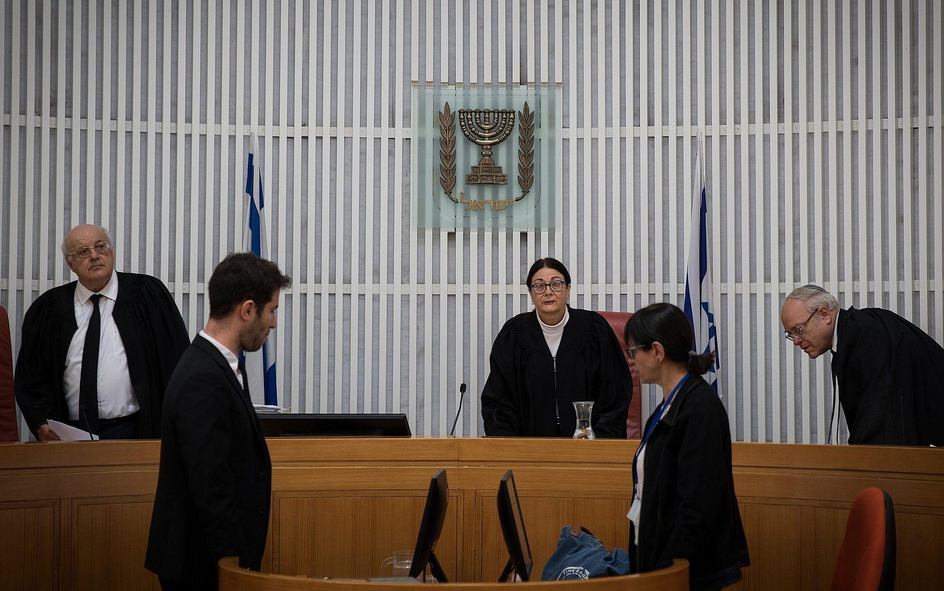 Israel's top court suspends deportation of African asylum seekers