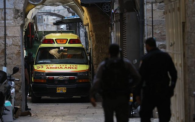 Security forces at the scene of the fatal stabbing by a Palestinian terrorist of Adiel Kolman in the Old City of Jerusalem, March 18, 2018. (Yonatan Sindel/FLASH90)