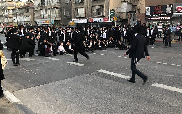 Ultra-Orthodox demonstrators blocking a road in Bnei Brak as they protest against the army draft, March 22, 2018. (Police spokesperson)