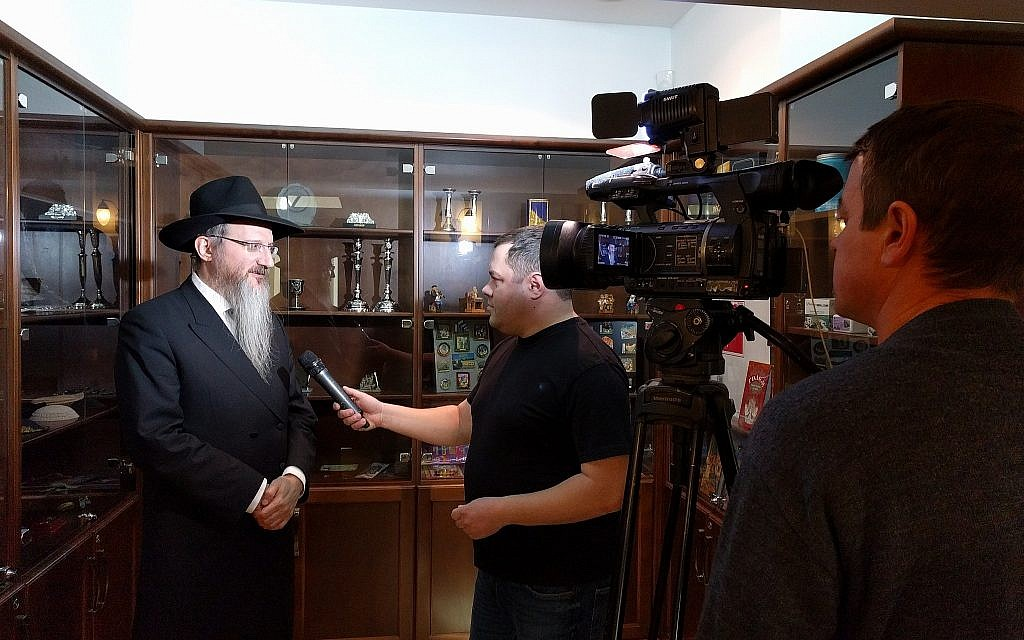 Russian chief rabbi Berel Lazar speaks to the Russian press in the Tomsk synagogue ahead of the return of the Cantonist synagogue, February 1, 2018. (Yaakov Schwartz/Times of Israel)