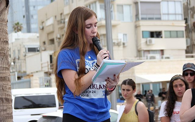 Parkland shooting survivor Eden Hebron, sharing her story in front of the Tel Aviv March For Our Lives rally on March 23, 2018. (Tracy Frydberg/Times of Israel)
