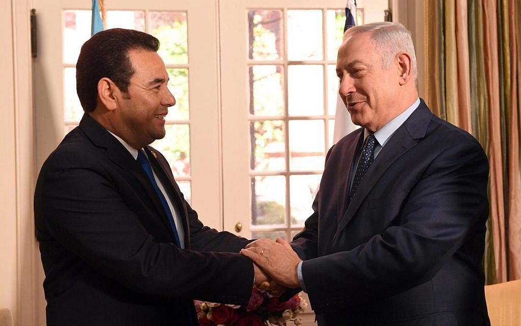 Prime Minister Benjamin Netanyahu meets with Guatemalan President Jimmy Morales in Washington, DC, on March 4, 2018. (Haim Zach/GPO)
