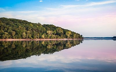 A lake in Wisconsin (jocrebbin, iStock by Getty Images)