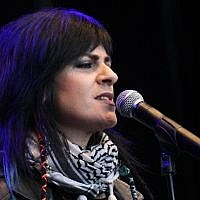 Late Palestinian singer Rim Banna performs at Musikk for Gaza in Olso, Norway on September 3, 2014. (CC BY-SA GGAADD /Wikimedia Commons)