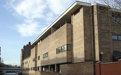 The rear of the Nottingham Crown Court in Nottingham, England. (CC BY-SA 2.0, Alan Murray-Rust, Wikipedia)