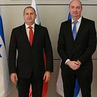 The president of Bulgaria, Rumen Radev (left) and Igal Unna, head of Israel's National Cyber Directorate, on a visit to Israel's National CERT on Wednesday, March 21, 2018 (Avi Dor)