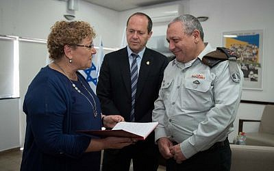 Educator Miriam Peretz, left, Jerusalem Mayor Nir Barkat, center, and IDF Chief of Staff Gadi Eisenkot, at the Leyada Hebrew University Secondary School in Jerusalem, March 20, 2018. (IDF spokesperson)