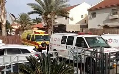 Ambulances seen outside a home in the Negev city of Netivot where a child died after being left in a car on March 28, 2018. (Screen capture: Hadashot news)