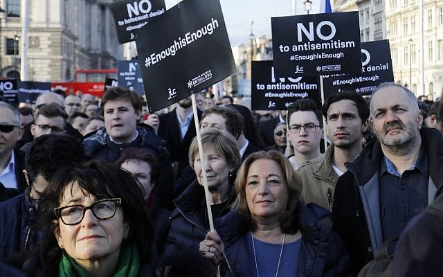 Members of the Jewish community hold a protest against Britain's opposition Labour party leader Jeremy Corbyn and anti-Semitism in the Labour Party, outside the British Houses of Parliament in central London, on March 26, 2018. (AFP Photo/Tolga Akmen)