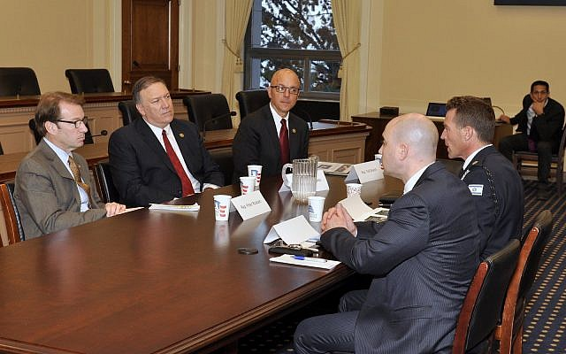 Mike Pompeo, center, meeting with Israel Police spokesman Micky Rosenfeld and Benjamin Anthony, director of NGO Our Soldiers Speak, in Washington in November, 2015. (Benjamin Anthony/Our Soldiers Speak)