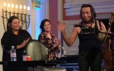 Sixto Rodriguez (right) in concert at the sixth&i synagogue, Washington, DC, March 3, 2018 (ToI staff)