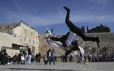 Ultra-Orthodox Hayat brothers practice Capoeira, a Brazilian martial art that combines elements of dance, acrobatics and music, in the Western Wall in Jerusalem's Old City. ( Nati Shohat /FLASH90)