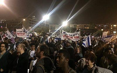 Demonstrators against the planned expulsion of African asylum seekers in Tel Aviv, March 24, 2018 (Luke Tress)