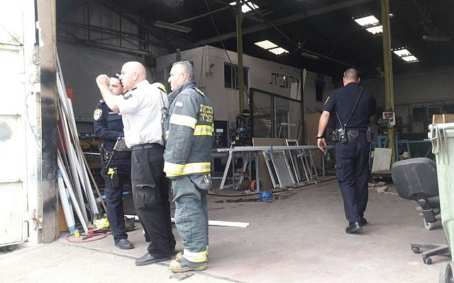 The workshop in the Haifa Bay area where a 47-year-old employee was found dead with burns all over his body, March 8, 2018. (United Hatzalah)
