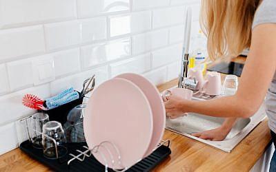 Illustrative: Washing dishes. (iStock)