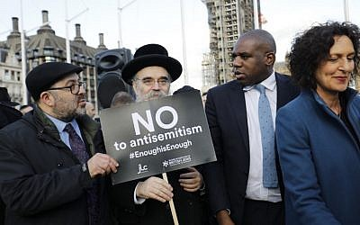 British Labour Party politician, David Lammy (2R) joins members of the Jewish community holding a protest against Britain's opposition Labour party leader Jeremy Corbyn and anti-Semitism in the  Labour party, outside the British Houses of Parliament in central London on March 26, 2018. (AFP PHOTO / Tolga AKMEN)