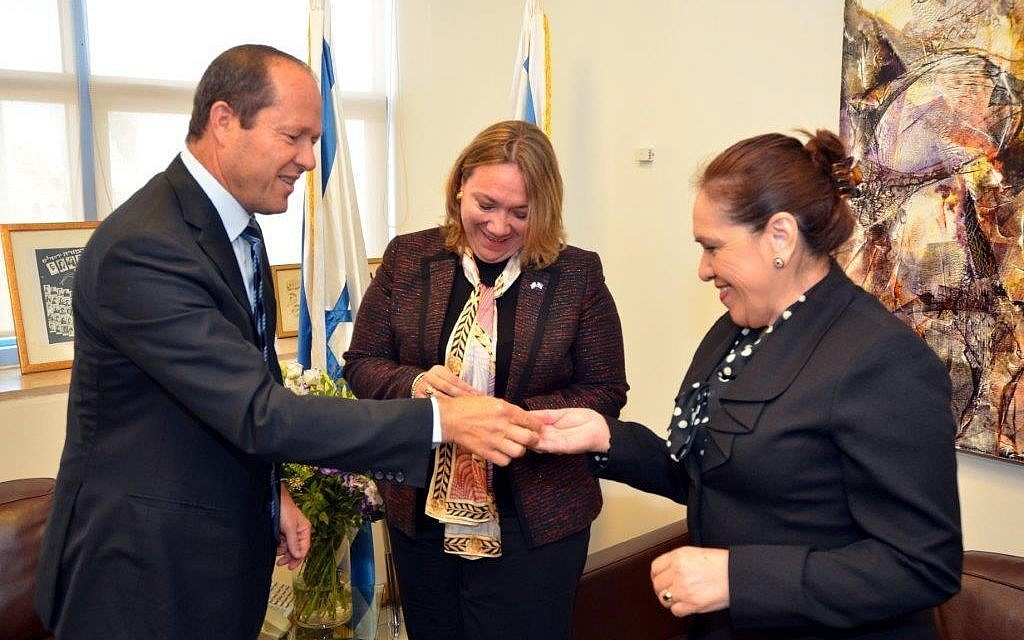 Jerusalem Mayor Nir Barkat meets with Guatemala's Ambassador to Israel Sara Solis Castaneda (C) and director-general of Guatemala's foreign ministry Maria Lucia Ramirez in Jerusalem on April 11, 2018.  (Jerusalem Municipality/Jacki Levi)