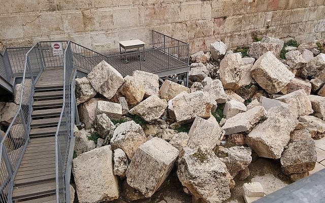 The egalitarian prayer platform at the Western Wall's Robinson's Arch archaeological area. (Eilat Mazar)