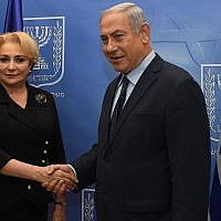 Prime Minister Benjamin Netanyahu (R) meets with his Romanian counterpart Viorica Dancila at the Prime Minister's Office in Jerusalem on April 25, 2018. (Haim Zach/GPO)