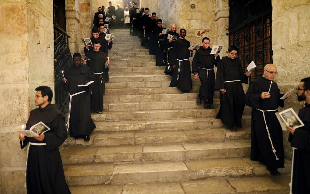 Franciscan friars pray and sing during the Lenten procession inside the Church of the Holy Sepulchre in the Old City of Jerusalem, on February 17, 2018. (AFP PHOTO / Thomas COEX)