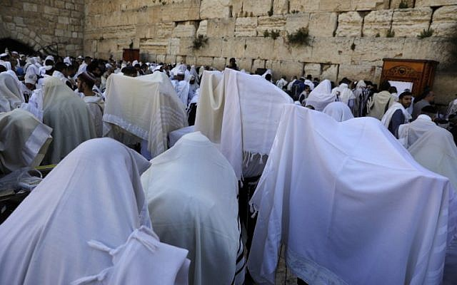 "Jewish priests wearing ""Talit"" (prayer shawls) take part in the Cohanim prayer (priest's blessing) during the Passover (Pesach) holiday at the Western Wall in the Old City of Jerusalem, on April 2, 2018. (AFP PHOTO / MENAHEM KAHANA)"