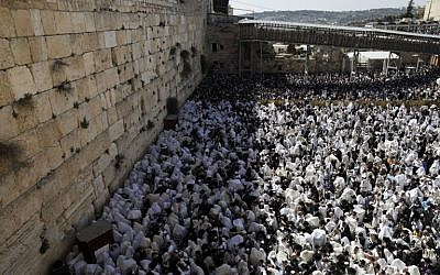 Jews wearing prayer shawls take part in the Cohanim prayer (priest's blessing) during the Passover holiday at the Western Wall in the Old City of Jerusalem, on April 2, 2018. ( AFP PHOTO / MENAHEM KAHANA
