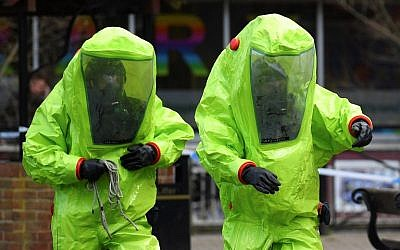 In this photo taken on March 8, 2018, members of the emergency services in green biohazard encapsulated suits investigate the site where Russian spy Sergei Skripal and his daughter Yulia were found on March 4 in critical condition at The Maltings shopping center in Salisbury, southern England. (AFP PHOTO / Ben STANSALL)