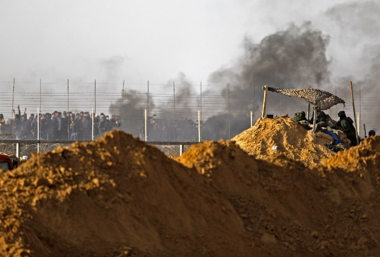 Israeli troops fire at Gaza protests; 9 wounded