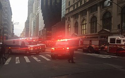 Fire trucks arrive outside Trump Tower on 5th Avenue in New York on April 7, 2018 during a fire on the 50th floor of the building owned by US President Donald Trump (AFP PHOTO / Laura BONILLA CAL)