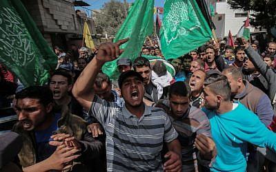 Relatives carry the body of Marwan Qudeih, who the Hamas-run Gaza Health Ministry says was wounded by Israeli fire east of Khan Younis on March 30 and later died of his wounds, during his funeral in Khan Younis, in the southern Gaza Strip on April 9, 2018. (AFP PHOTO / SAID KHATIB)